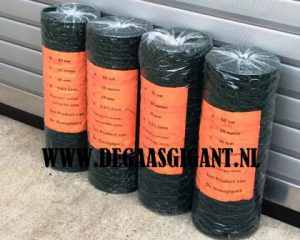 Zeskantgaas groen geplastificeerd te koop. Maaswijdte geplastificeerd konijnengaas 25 mm. Hoogte 50 cm. Draaddikte 1